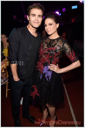 Paul et Lana Parrilla sur la scène des Teen Choice Awards à Los Angeles.