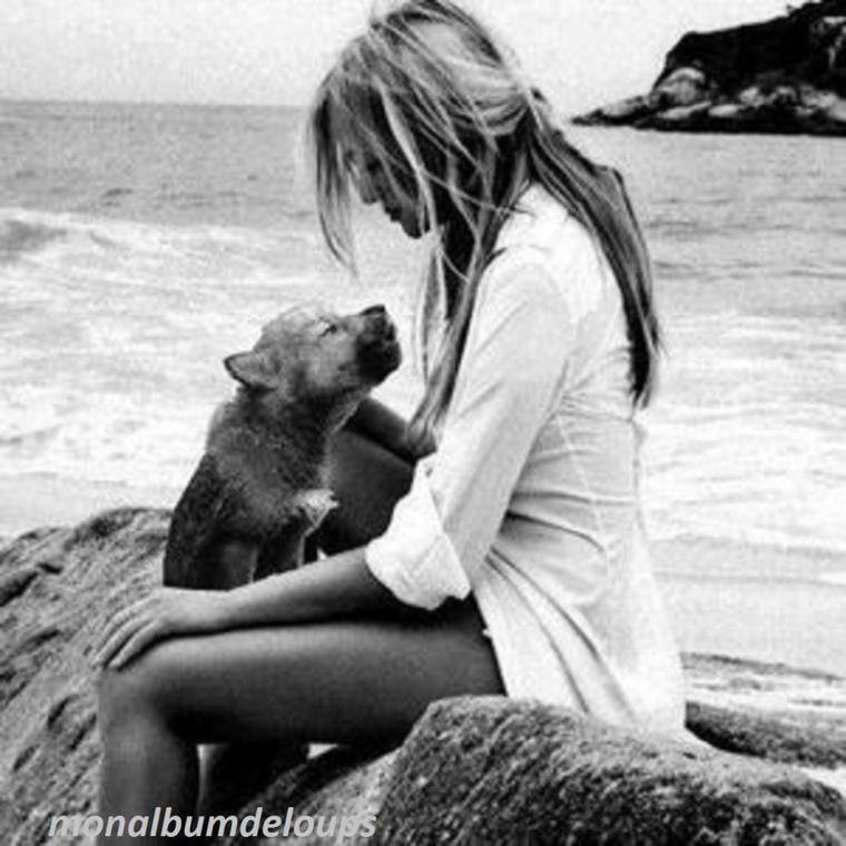 superbe vidéo et superbe hommage rendu à un chien :) dans plusieurs moments de ma vie j'ai eu un animal qui a été  là de toute ptite à après mais ca m'a manqué plus que tout quand j'ai du me battre pour la vie ...