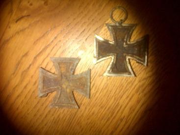 Croix de fer, 2nd Classe. Trouvé sous terre dans un château en Normandie. (mauvaises états)