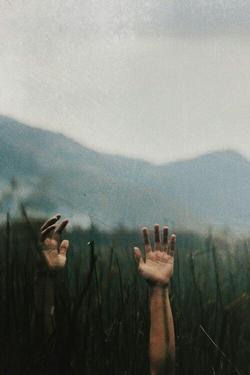 Tu crois donc que les morts que nous avons aimés nous quittent vraiment ?