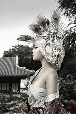 Une nouvelle plume a ton chapeau.