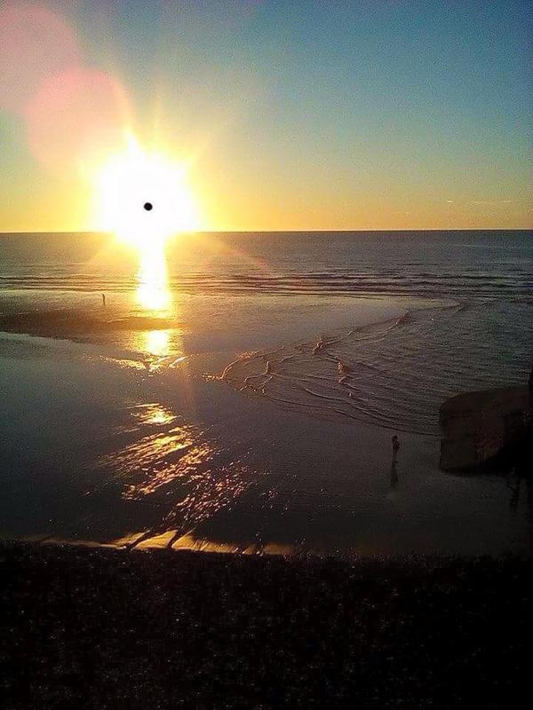 bonjour   quelques  photo  de  dieppe  plage   moi je vais  bien    bonne  soirée a  tous   j attend   toujours  mon appartement     j ai rendez vous  mercredi   sinon   tous  va bien