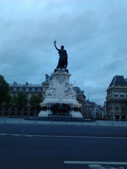 Paris: entre misère,prestige,militantisme et les ...coups de fil inccessants de ma soeur