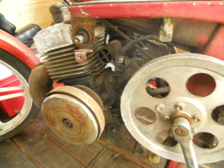 moteur de la 51 rouge