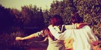 """"""" & Confiance en moi prends ma main; Je ne te decevrais pas & promis jamais je te lacherais """" <3"""