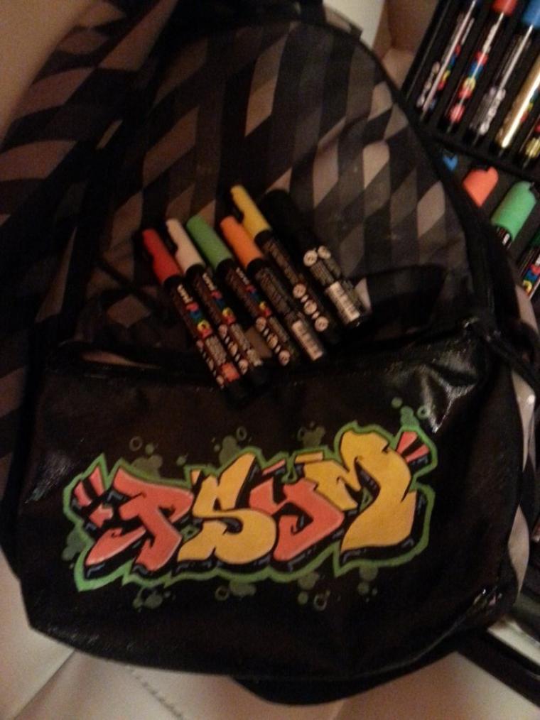 petit graffiti sur mon sac de cour