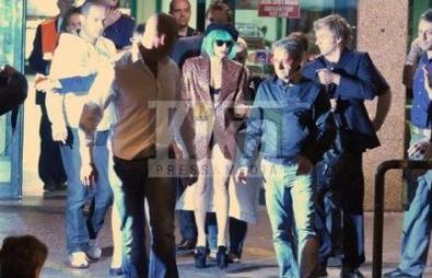 Lady GaGa arrivant à l'aéroport Leonardo da Vinci en Italie