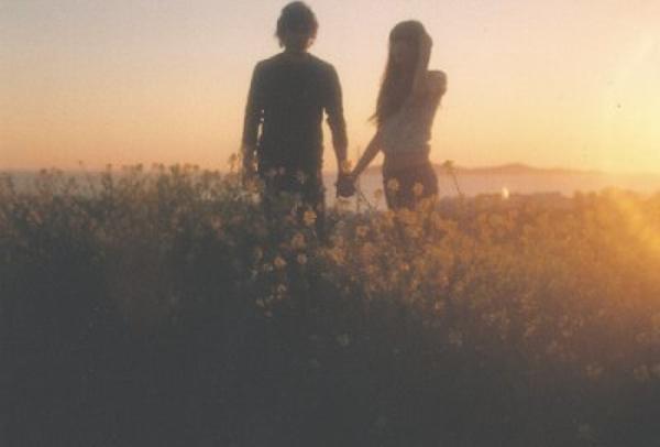Dans ce monde, c'est une chance, presqu'un luxe de pouvoir compter sur quelqu'un, d'aimer et d'être aimé. Et cela vaut la peine qu'on s'y accroche.
