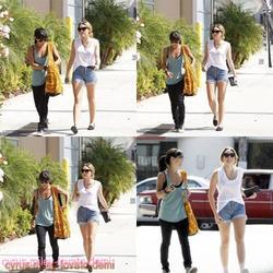 26.09.11 Miley fait du shopping chez Bed Bath et Beyond