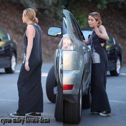 08.11.11 Miley dans les rues de Studio City
