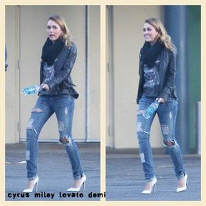 03.12.11 Miley & Cheyne Vont Déjeuner