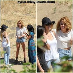 06.06.12 : Miley est aller faire quelques achats chez Barneys à Beverly Hills , puis elle s'est rendue à Malibu en compagnie de sa mère pour poser pour un nouveau photoshoot pour Marie-Claire ou elle sera en couverture en Septembre.