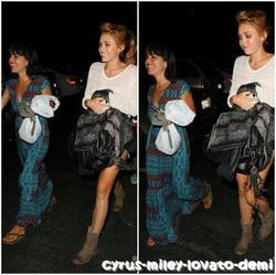 06.06.12 : Miley dîne au restaurant Hugo avec une amie.