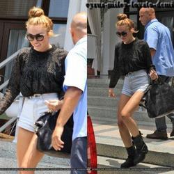 15.06.12 : Miley quitte son hôtel avec Cheyne Thomas , Miami