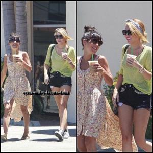 25.06.12 : Miley & Jen Novak au Starbucks , Toluca Lake