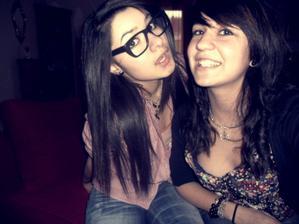 L'amitié est quelque chose de grand mais de fragile. L'amitié ça s'entretient, eh oui. Lorsque l'on tient vraiment à une personne on fait tout pour lui prouver, que se soit en amour ou simplement en amitié. Je donnerai tout se que j'ai de plus cher au monde, pour que ton bonheur soit permanent.