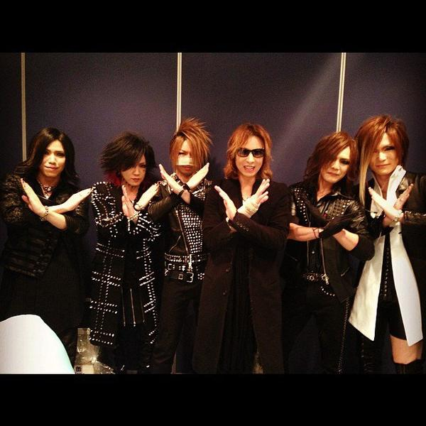 https://www.facebook.com/YoshikiOfficial/photos_stream