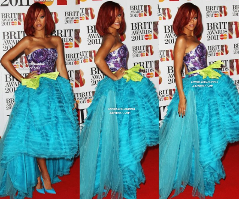 "15/02/11 : Rihanna assiste à la cérémonie des ""Brit Awards"" à Londres.  // + Retrouvez aussi des photos de sa performance et du press room. //"