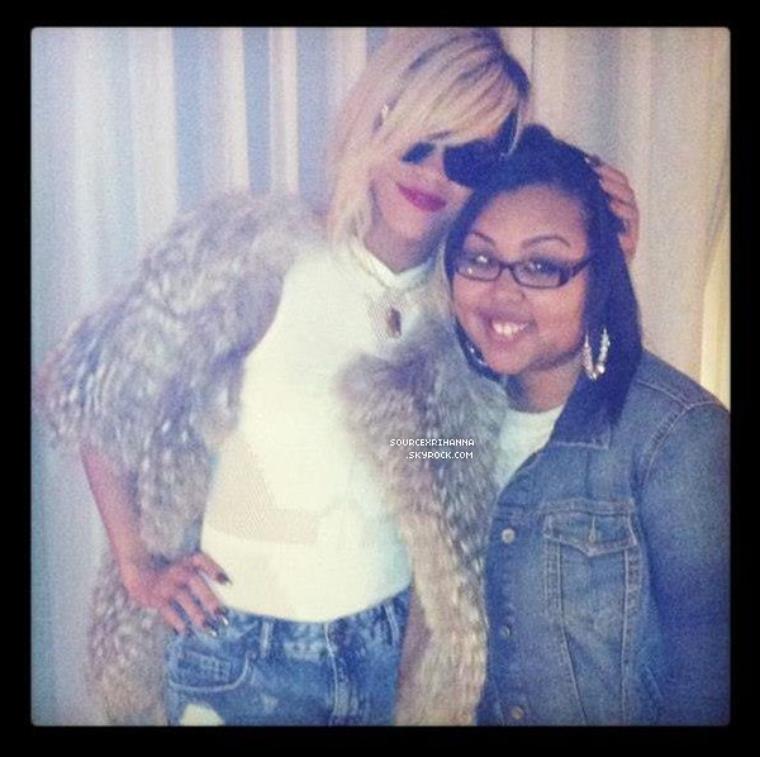 Cet article est entièrement réservé pour les photos que poste Rihanna sur son compte « Instagram ». Dès qu'il y aura une nouvelle photo elle sera ici aussi. Ces photos datent de Mars 2012. Votre avis ? :)