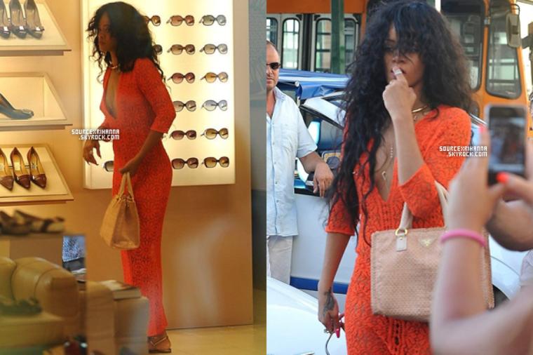 19JUILLET// Rihanna accompagné de ses amies dans les rues de Capri en Italie.