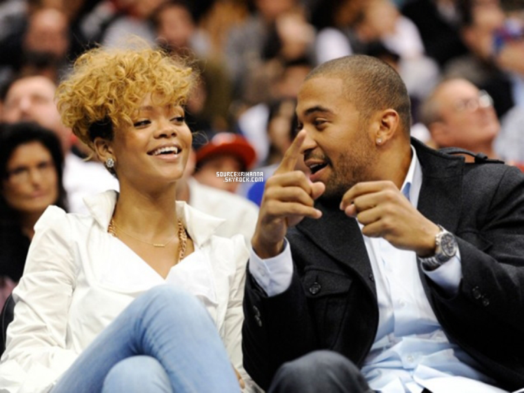 16/01/10: Rihanna et Matt Kemp à un match de basket à Los Angeles.