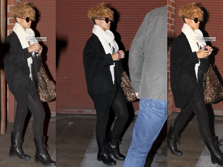 18/01/10: Rihanna quitte un studio d'enregistrement à Los Angeles.