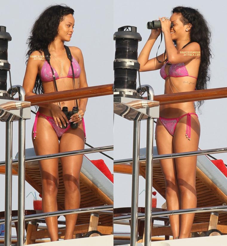 27JUILLET// Rihanna vue sur son yacht avec ses amies à St Jean Cap Ferrat en France.