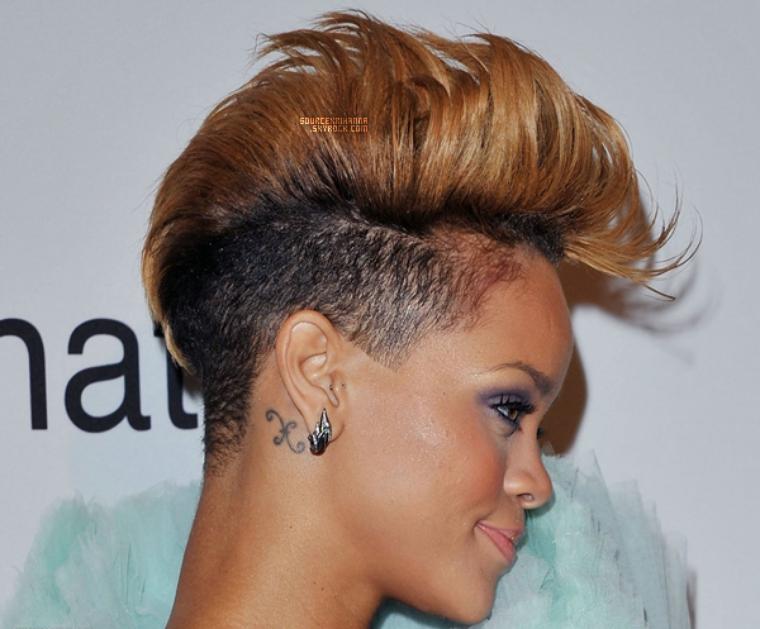 30/01/10: Rihanna présente au Gala Annuel des Pre-Grammy Awards.