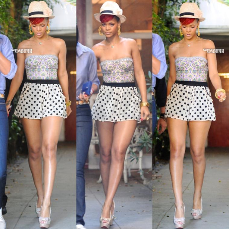 14/06/10: Rihanna partait faire du shopping avec Mélissa à Los Angeles. ceci est un article dit : « flash-back » qui a pour but de compléter le blog quand il n'y a pas de news.