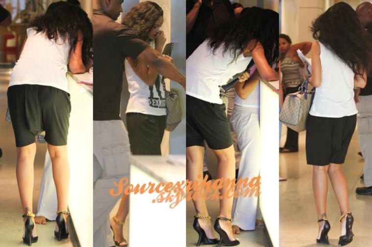 22AOÛT// La belle Rihanna a était aperçue se rendant à un rendez-vous d'affaire à Los Angeles.