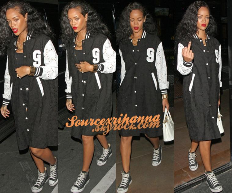 24AOÛT// Rihanna a était vu en compagnie de Mélissa pour du shopping à Los Angeles. Désolé la présentation n'est pas comme avant mais je n'ai pu internet sur mon pc..