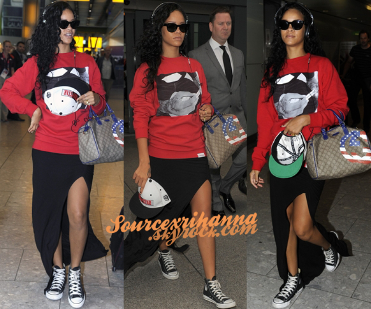 27AOÛT// La belle Rihanna a était vu arrivant à l'aéroport « Heathrow » de Londres. Désolé la présentation est très simple mais je rattrape mon retard..