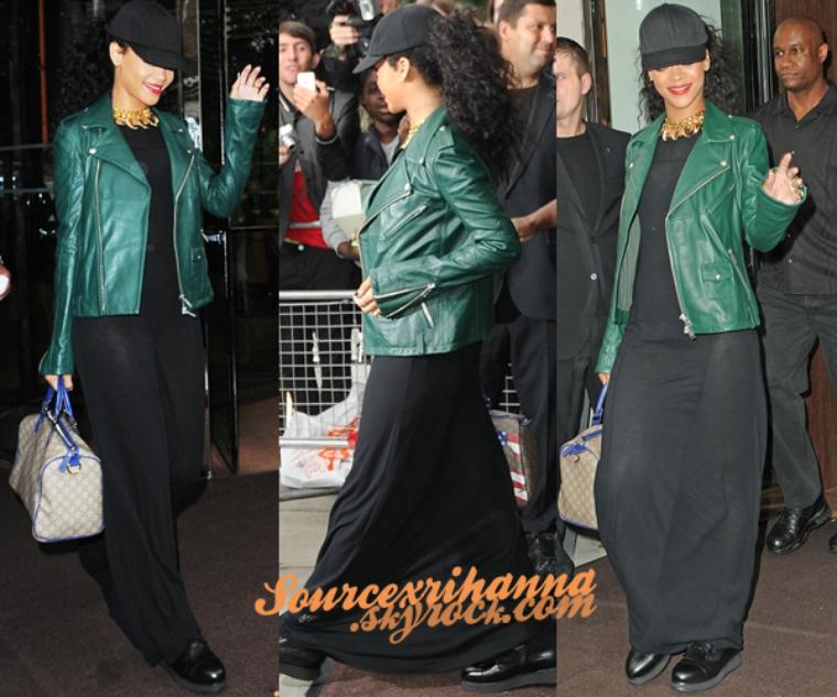 28AOÛT// Rihanna a était vu quittant son hôtel de Londres avec son assistante. Désolé la présentation est très simple mais je rattrape mon retard.