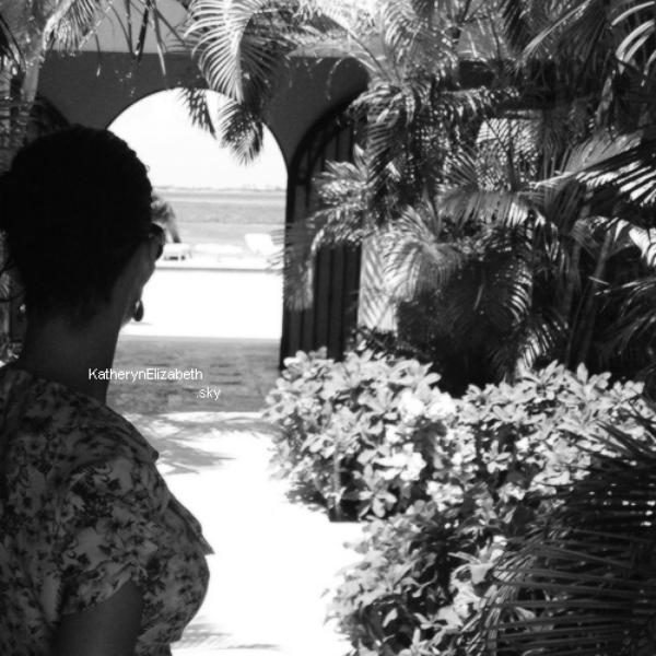 +  18.05 Katy a profite de ses vacances avec des amis aux Bahamas !