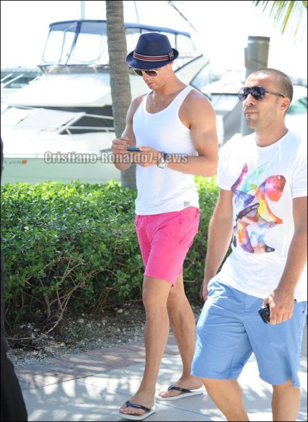 Cristiano Ronaldo en vacances à Miami [Etats-Unis, 14/06/13]