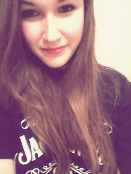 Vous riez de moi parce que je suis différente, je rie de vous parce que vous êtes tous pareille.[/align=center]