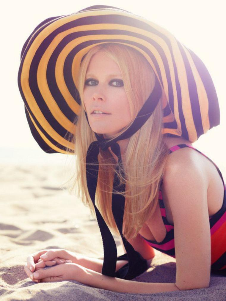 Claudia Schiffer for Harper's Bazaar UK ( July 2011 )