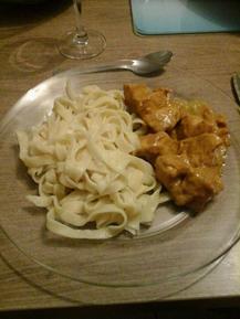 Poulet au curry et pâtes fraîches maison
