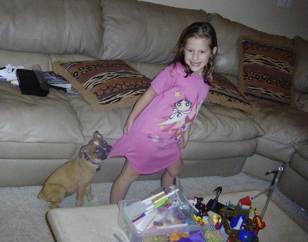 .  .  .   Triste nouvelle : la chienne d'Avery, Macy, est morte d'une tumeur au cerveau. (vous pouvez voir en dessous une photo d'elle et Avery, petite.) .  .  .
