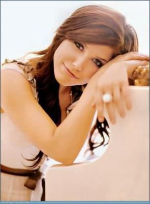 Brooke Davis ===> Sophia Bush