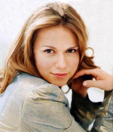 Haley James Scott ===> Bethany Joy Galeotti