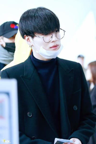 TaeMin à l'aéroport Gimpo en direction du Japon. [ 04/11/16 ]