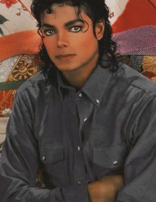 Katie Couric a refusé de sortir avec Michael Jackson et maintenant, elle le regrette