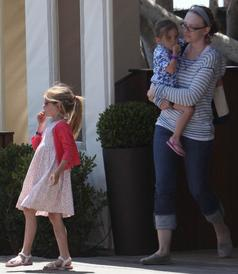 Jen avec ses filles, Violet & Séraphina Affleck