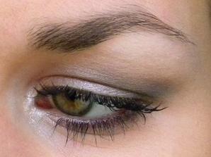 Maquillage des yeux pour à peine 5 euros.