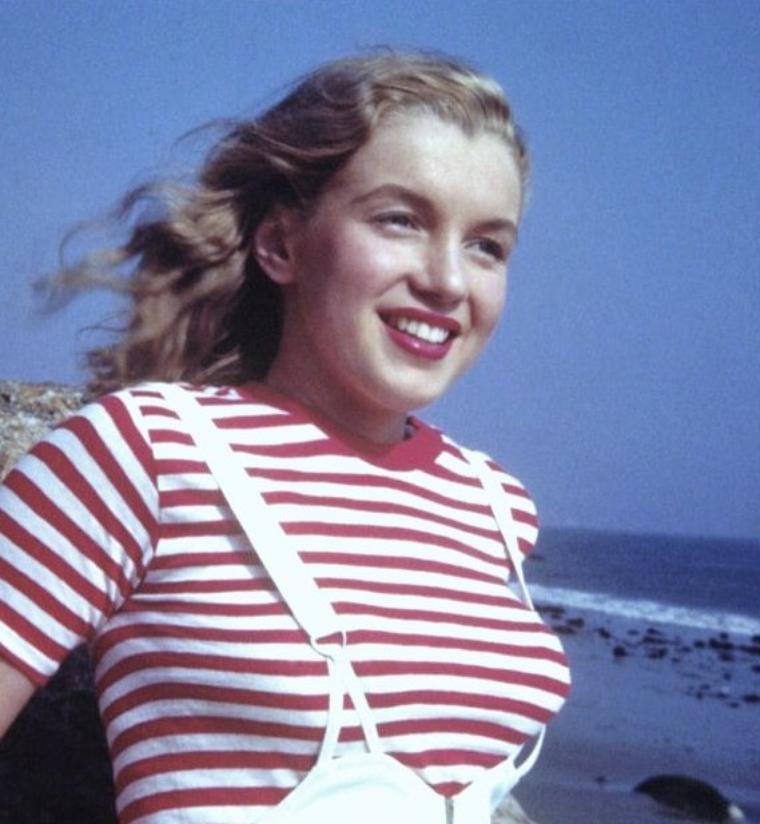 Août 1945, Malibu beach, Norma Jean by William CARROLL (part 2).