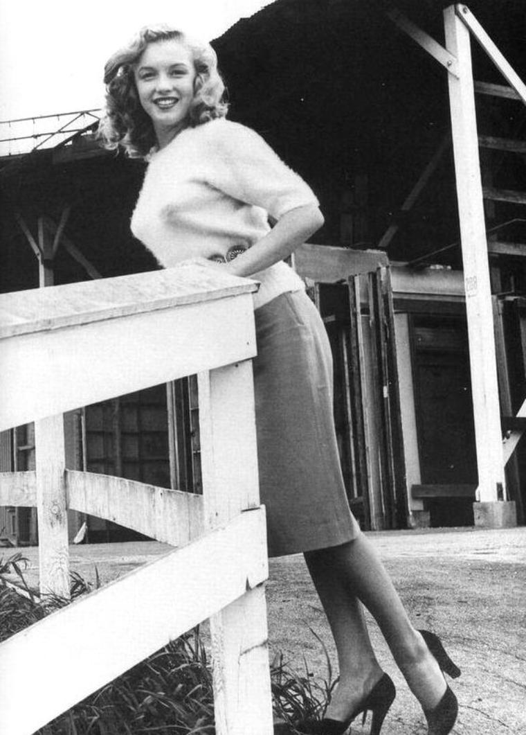 1947 : Quand Marilyn visite les studios de la  20th Century Fox pour laquelle elle vient de signer un mini contrat.