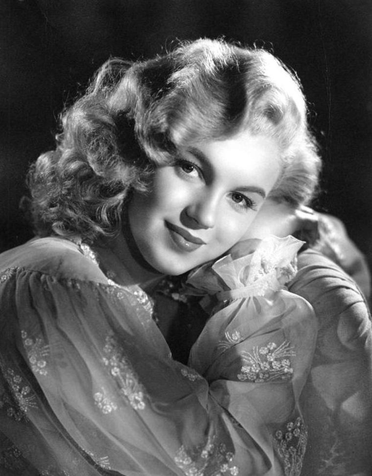 """D'autres clichés publicitaires de Marilyn pour le film """"Ladies of the chorus"""", pour certains signés Laszlo WILLINGER, en 1948."""