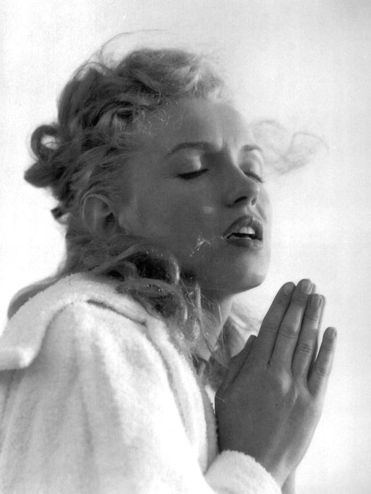 Tobey-Beach, Long-Island, été 1949 by André De DIENES (part 11) (session peignoir).