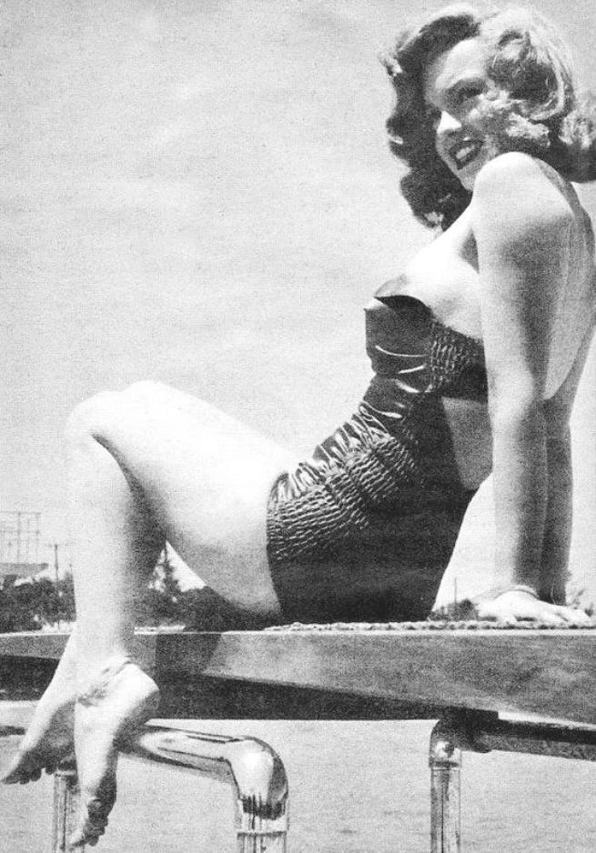 "Marilyn à l'hôtel ""Jones Beach"" photographiée par Arthur FELLIG, en tournée promotionnelle pour son 4ème film ""Love Happy""."